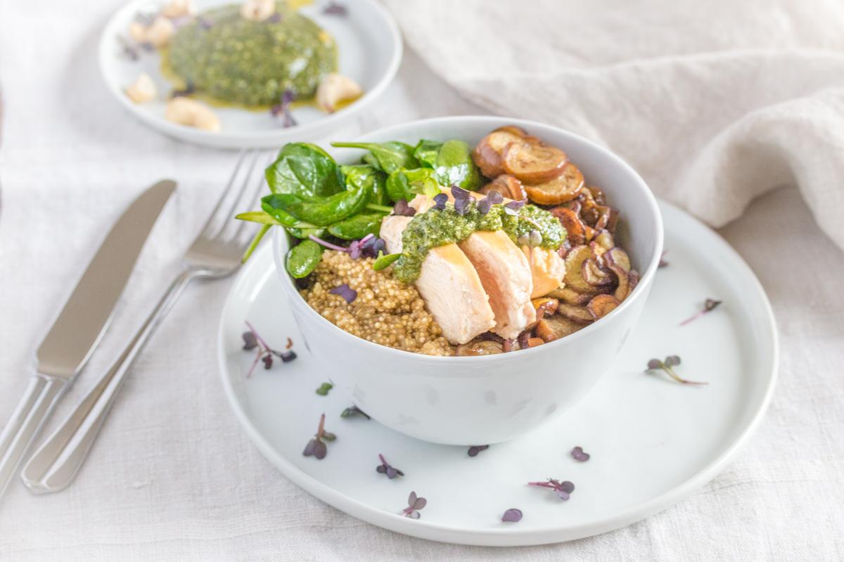 Chicken Bowl mit Minzepesto glutenfrei