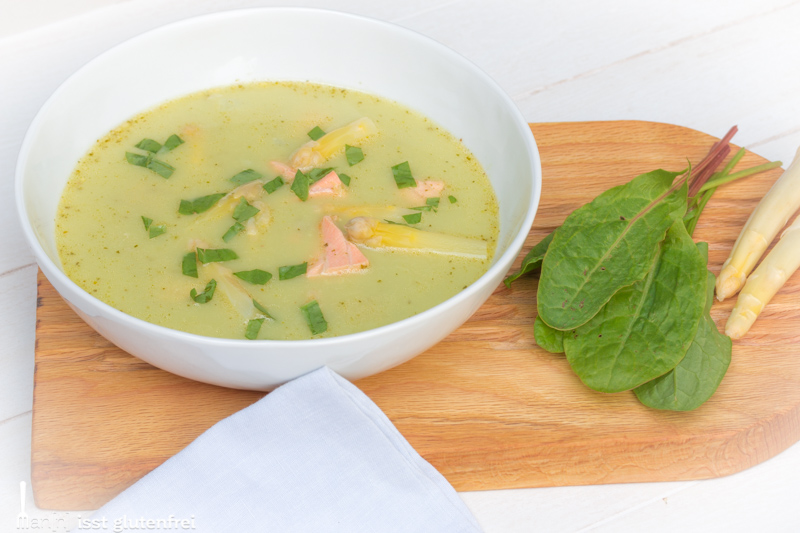 Spargel Sauerampfer Suppe mit Lachs